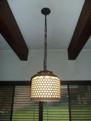 Lámpara de techo de hierro y vidrio-usada. Cadena de hierro