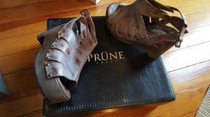 Sandalia marrón Prüne