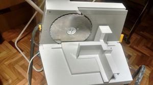 Vendo máquina cortadora de fiambre familiar marca Ultracomb