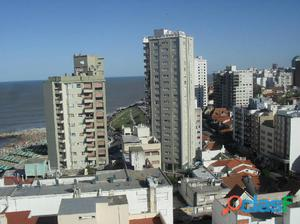 2 ambientes en La Perla, a la calle, balcón con vista al
