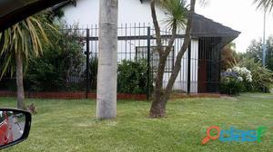 Chalet 3 ambientes con garage y patio en zuviria 1100
