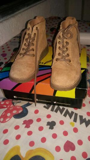 Vendo botas de gamusa nuevas