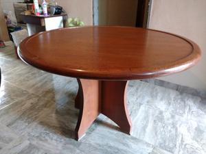 Vendo por mudanza, mesa redonda de madera.