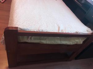 2 camas de 1 plaza de madera lustrada