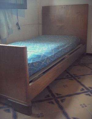 2 camas de una plaza madera