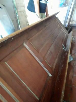 Antigua puerta de madera para interior. Impecable estado
