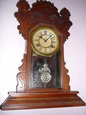 Antiguo Reloj De Pared O Sobre Mesa Waterbury Con Pendulo