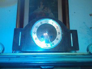Antiguo reloj de mesa
