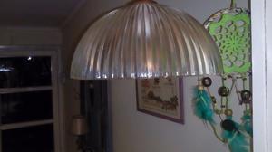 LAMPARA DE COLGAR CON PANTALLA DE VIDRIO