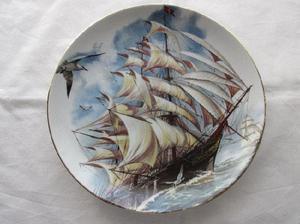 Plato de porcelana antigua Tsuji, con motivo de velero, para