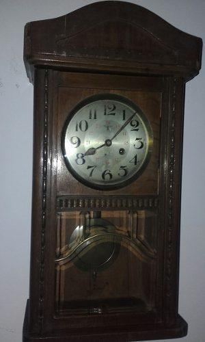 Reloj De Pared Antiguo A Péndulo