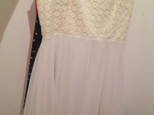 Vestido blanco sin uso.