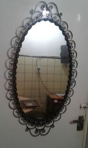 vendo espejo con marco de hierro forjado