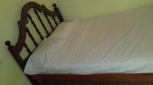Cama y colchón 2 plazas de algarrobo $