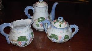 Juego de té de porcelana $350