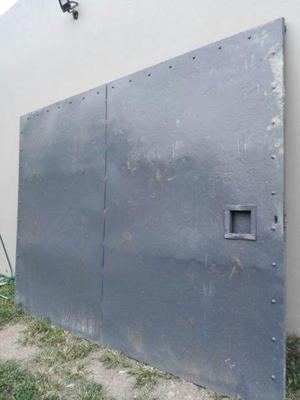 Portón y puerta de hierro