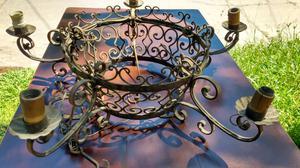 Antigua araña de hierro estilo colonial