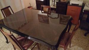 Antigua mesa de comedor de estilo provenzal