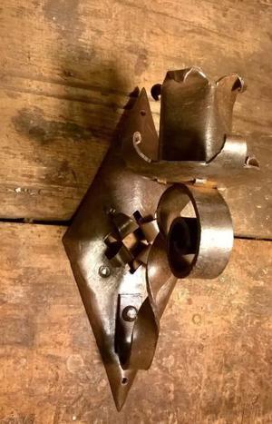Candelabro de hierro.