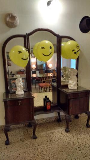 Hermoso mueble antiguo con espejo biselado