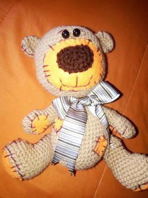 Oso con parches tejido a Crochet. 22 cm (parado)