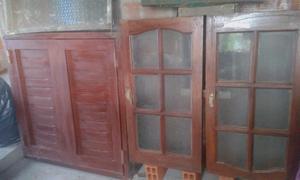 Vendo ventana de madera masisa con vidrio repartido y