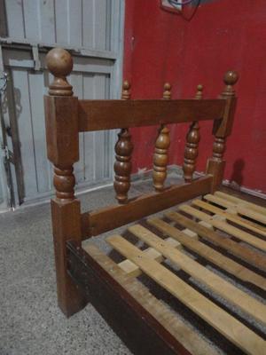 cama de 1 plaza de algarrobo.