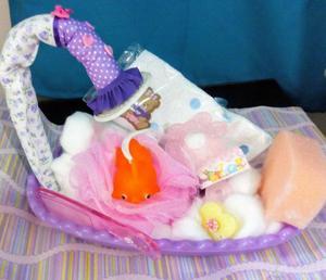 Bañadera con asesorios de higiene para el bebe