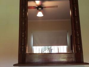 Juego de cómoda, espejo y mesa de luz de algarrobo