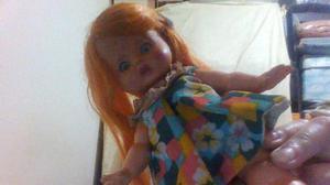Muñeca con vestido y zapatos 30 cm de alto Impecable