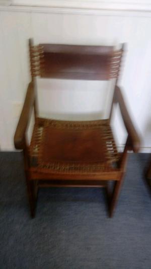 Vendo dos sillones de cuero y algarrobo