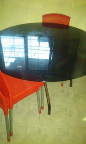 mesa de vidrio doble con 6 sillas plasticas y aluminio