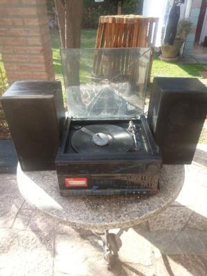 tocadiscos y radio fm y am antiguo con dos parlantes grundic