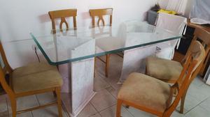 Mesa de vidrio con patas en mármol y seis sillas
