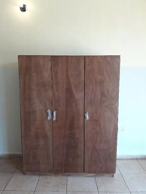 muebleria vende ropero de tres puertas a $ efectivo