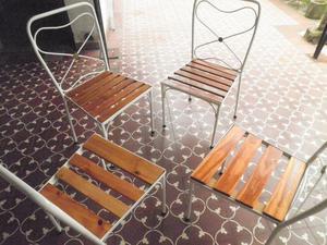 Sillas de hierro forjado y madera
