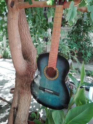 Vendo guitarra criolla (MENSAJES SOLO WATSAPPS)