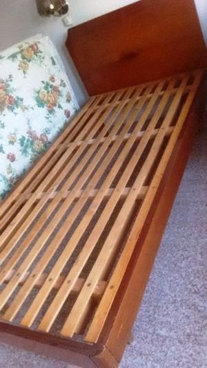 Cama de 1 plaza y media, de madera