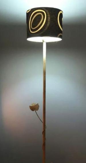 Lámpara De Pie Funcionando + Lámpara Bajo Consumo Incluida