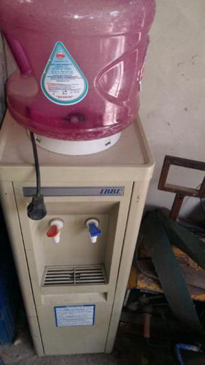 Vendo dispenser de agua fría y caliente funcionando