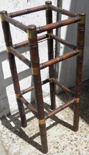 Porta maceta de madera y bronce.