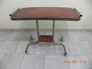 Vendo mesa de Tv vintage estructura reforzada, ruedas con