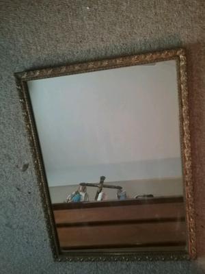Marco cuadrado dorado con espejo agronom a posot class for Espejo marco dorado
