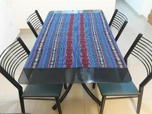 Juego de mesa con 4 sillas
