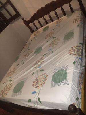 VENDO Cama de 2 plazas y media con colchón