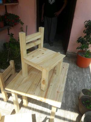 Vendo mesa y 4 sillas para niños