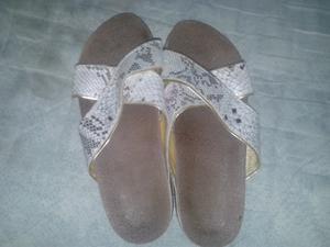 Zapatos zandalias y botas de cuero