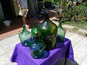 Botellon y Cinco damajuanas