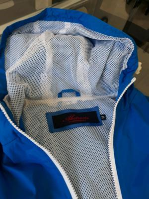 Campera impermeable corta azul Francia impecable talle M