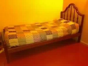 Juego dormitorio para mujer, cama de plaza y media y mesa de